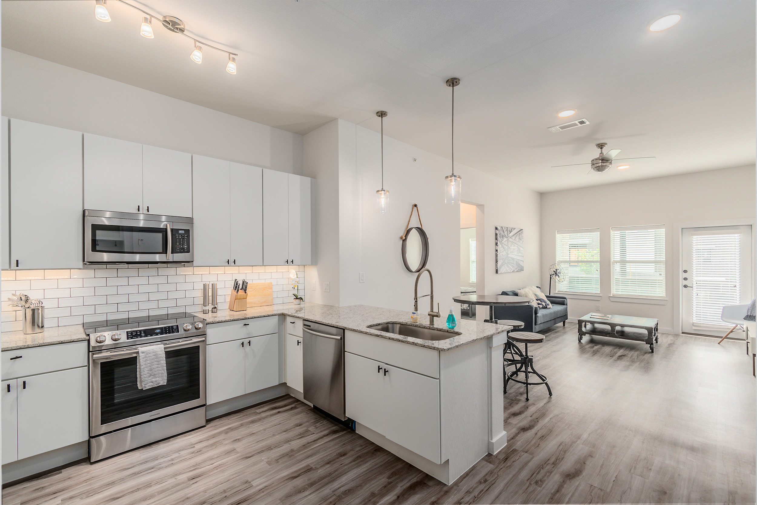 Live park 7 boutique apartments in fort worth 39 s west 7th - American gardens west 7th fort worth ...